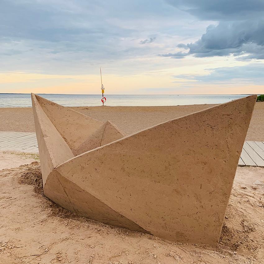 http://www.franziskaagrawal.com/files/gimgs/th-121_paperboat_sand_agrawal_kalmar19_web2_v2.jpg