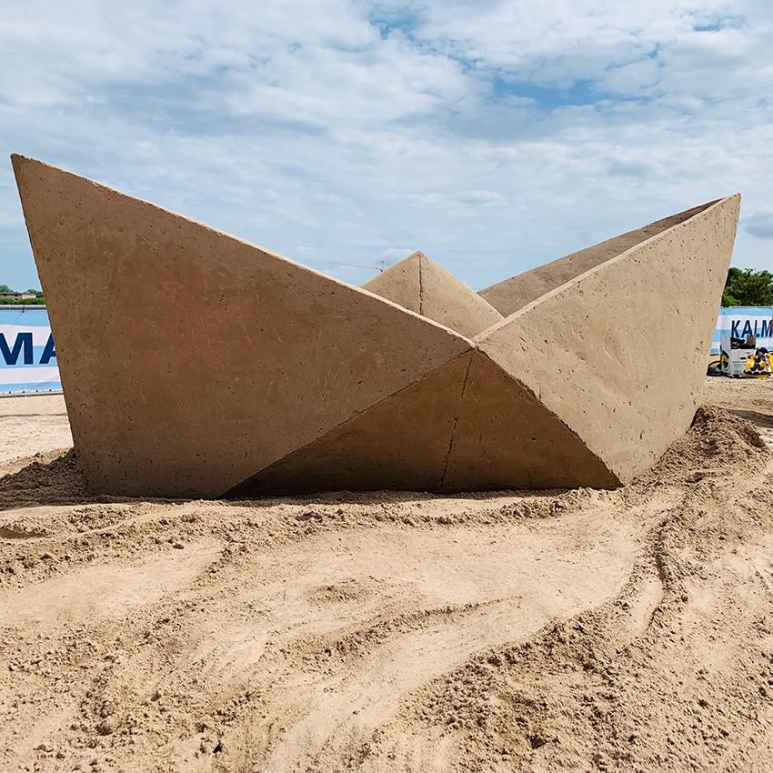http://www.franziskaagrawal.com/files/gimgs/th-121_paperboat_sand_agrawal_kalmar19_web5.jpg